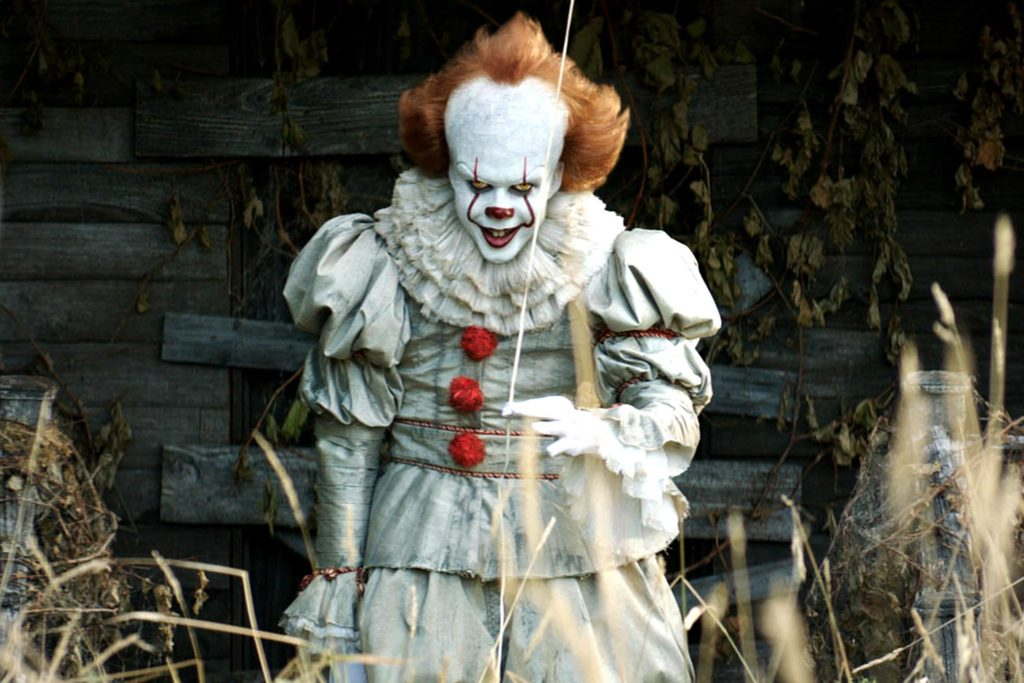 Pennywise tormenting children in It (2017)
